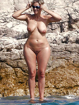 beautiful naked grown up on seaside pics