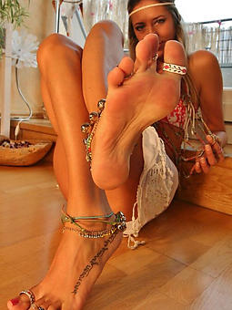 natural mature milf feet pics