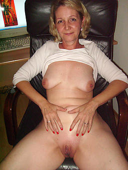 hot naked mature babes soles
