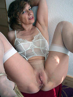 mature shaved pussy sexual intercourse pictures