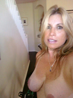 nude mom selfshots stripping