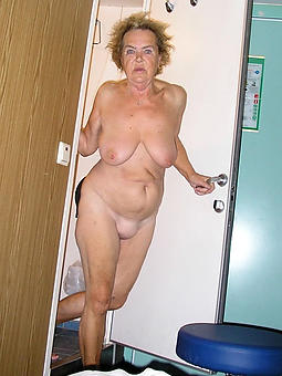 undressed moms turn over 60
