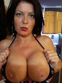amature big tit mom
