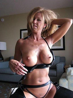 amateur hot nude mature moms stripping